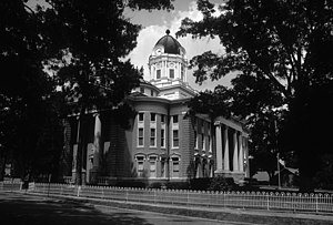 Simpson County Courthouse in Mendenhall