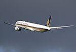 Singapore Airlines B777 9V-SNB (26998711456).jpg