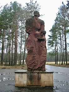 https://upload.wikimedia.org/wikipedia/commons/thumb/6/68/Sobibor_statue%2C_front_view.jpg/220px-Sobibor_statue%2C_front_view.jpg