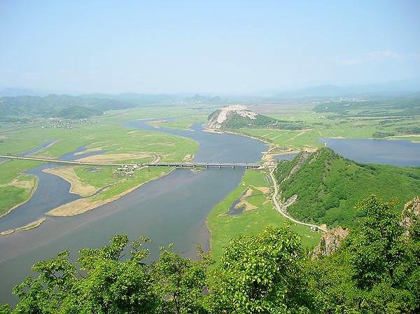 Sopka Sestra and Partizanskaya River