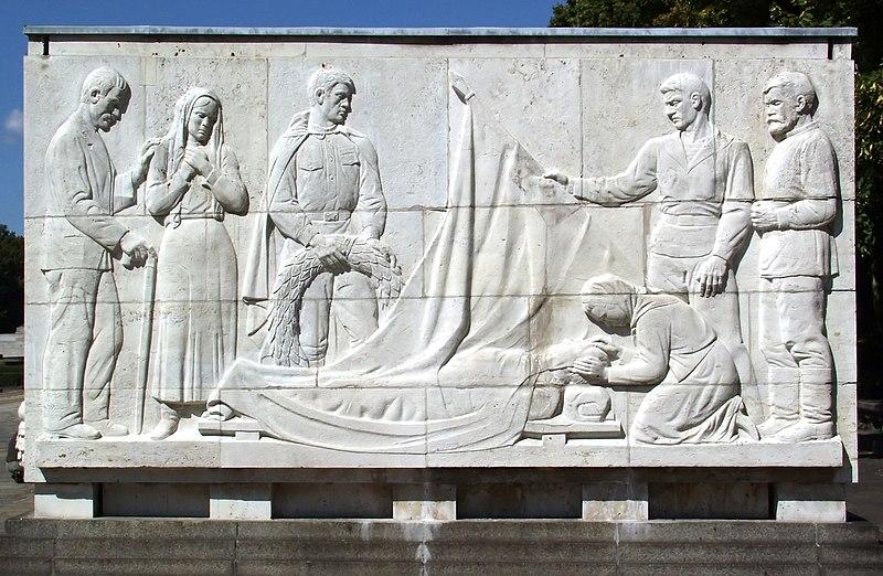 Datei:Sowjetische Ehrenmal im Treptower Park - Sarkophag 8.jpg