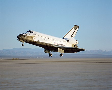 Columbia landing at Edwards Air Force Base following STS-28. Space Shuttle Columbia lands following STS-28 in 1989.jpg