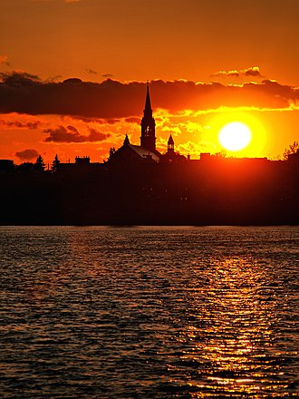 Saint-Jean-sur-Richelieu - Old Saint-Jean and the Saint-Jean-l'Evangeliste church at sunset