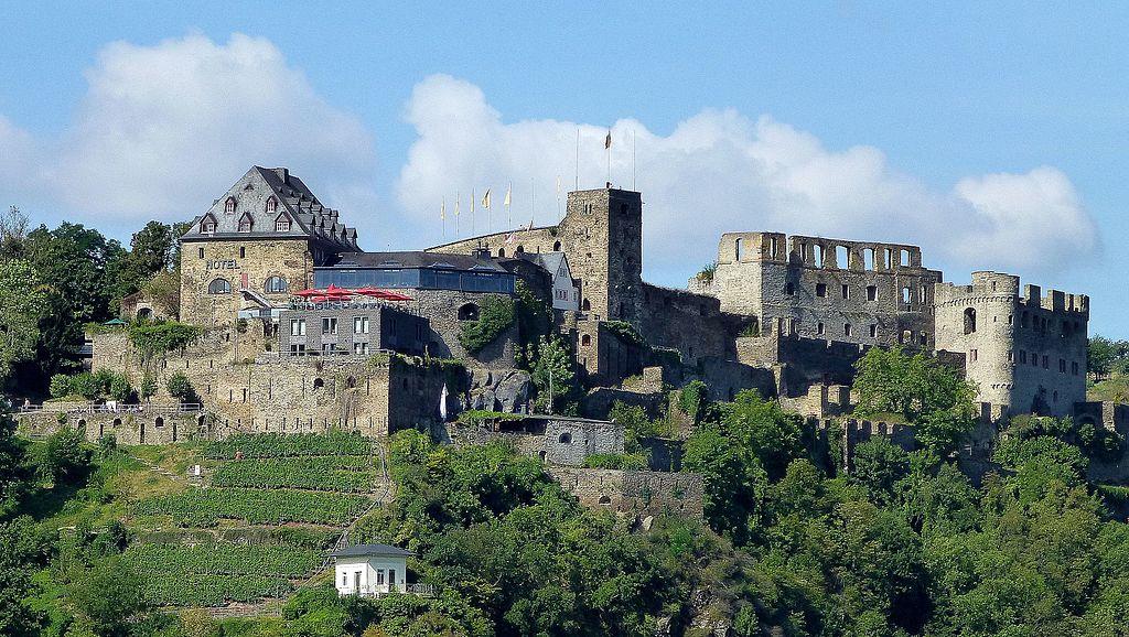 St. Goar - Burg und Schlosshotel Rheinfels - panoramio (1)