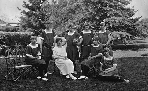 StateLibQld 1 153043 Glennie School netball team, Toowoomba, Queensland, 1924