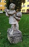 Steinfiguren 2 Borstei München.jpg