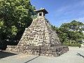 Stone lantern of Hakozaki Shrine 2.jpg