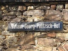 Straßenschild Johann-Georg-Palitzsch-Hof Döhlen 2012.JPG