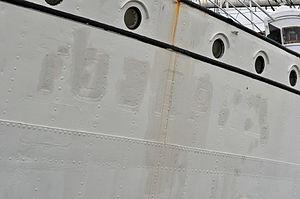 Stralsund, Gorch Fock, Detail am Bug (2012-03-04), by Klugschnacker in Wikipedia.jpg