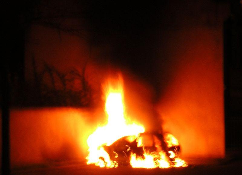 Image:Strasbourg torched car.jpg