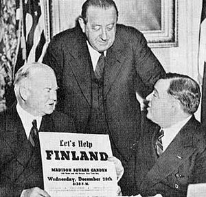 Hendrik Willem van Loon - On December 20, 1939, a great sympathy meeting for Finland, then embroiled in the Winter War, was arranged in Madison Square Garden. In the picture from the left are former president Herbert Hoover (chairman of the Finland-committee), Dr. van Loon, and the mayor of New York Fiorello La Guardia.