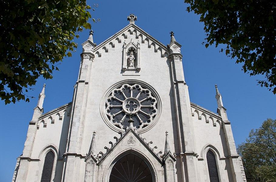 L'église Notre-Dame des Forges est un lieu de culte catholique situé dans la commune de Tarnos, dans le département français des Pyrénées-Atlantiques.