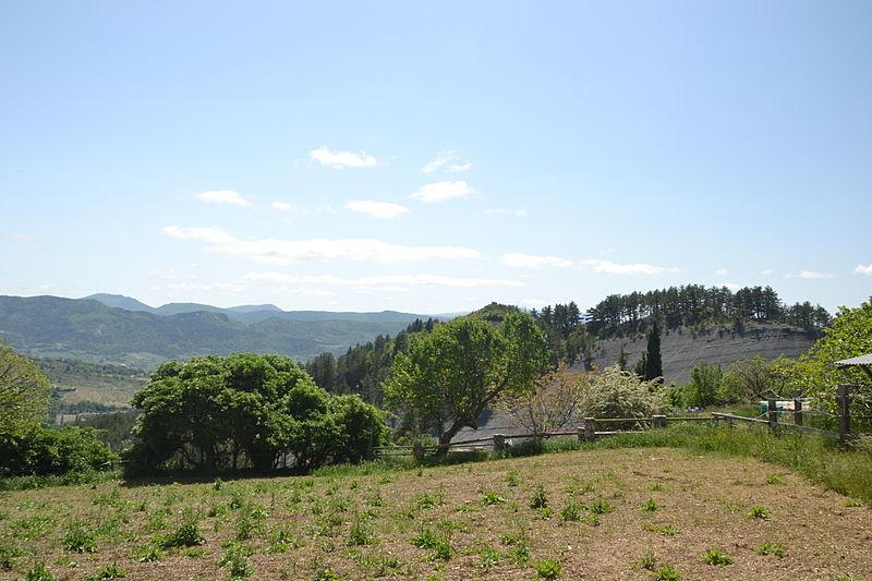 File:Tarendol - colline de marnes grises 1.JPG