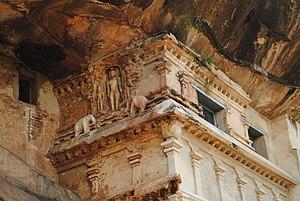 Tirumalai (Jain complex) - Tirumalai Jain temple - cave structure
