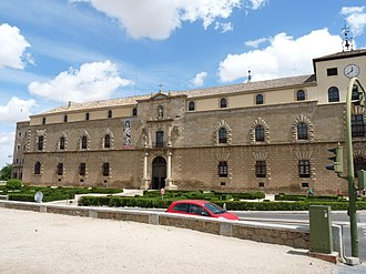 Alonso de Covarrubias - Image: Toledo Palacio de Tavera Fachada
