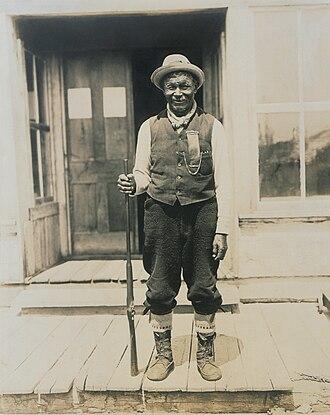 Teme-Augama Anishnabai - Maiagizis or Ignace Tonené, chief of the Teme-Augama Anishnabai, in 1909.