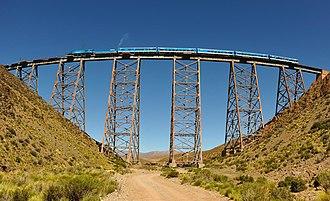 Tren a las Nubes - Image: Tren a las nubes crossing viaduct