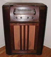 Sebuah radio merek Truetone