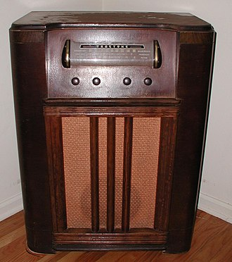 Radio receiver - Early broadcast radio receiver. Truetone model from about 1940