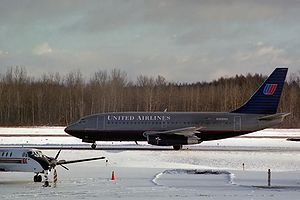 Syracuse Hancock International Airport -  United Airlines Boeing 737 at SYR in 1993