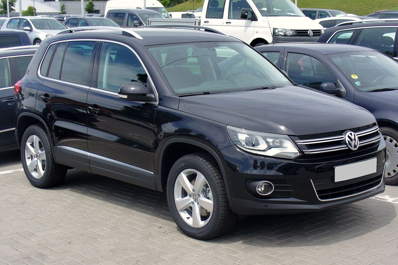 file vw tiguan sport style 2 0 tdi 4motion deep black facelift jpg wikimedia commons. Black Bedroom Furniture Sets. Home Design Ideas