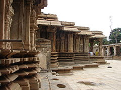 Vaidyeshvara Temple, profile of outer wall and mouldings at Talakad.JPG