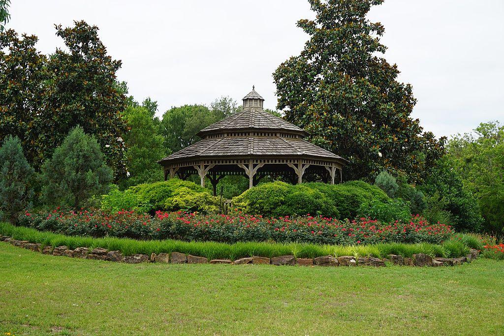 File:Weatherford May 2017 01 (Chandor Gardens).jpg - Wikimedia Commons