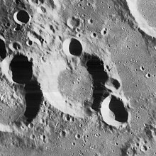 韦格尔陨石坑