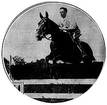 William du Pont, Jr., on horseback, 1915.jpg