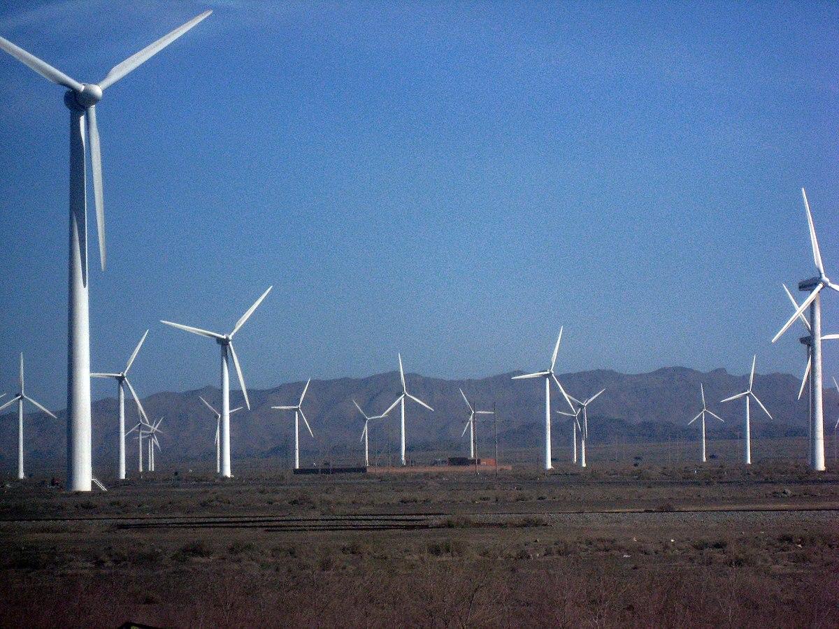 upload.wikimedia.org/wikipedia/commons/thumb/6/68/Wind_farm_xinjiang.jpg/1200px-Wind_farm_xinjiang.jpg