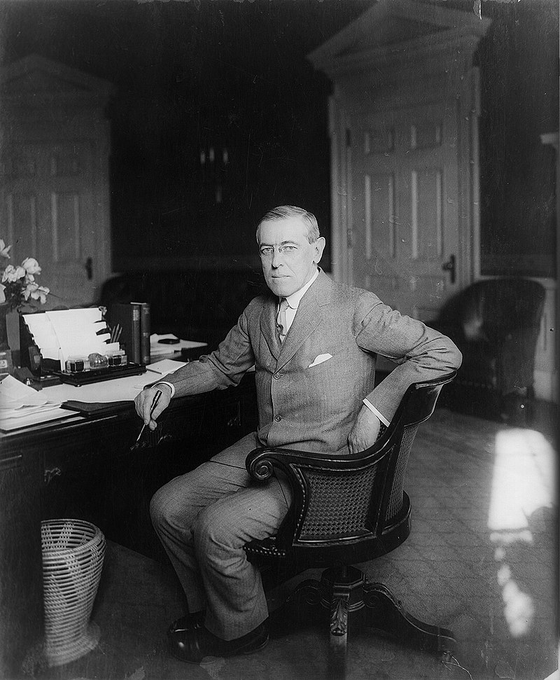 Woodrow Wilson at his desk in the Oval Office c.1913 cropped.jpg