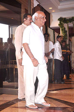 Yash Chopra at Rajesh Khanna's prayer meet 34