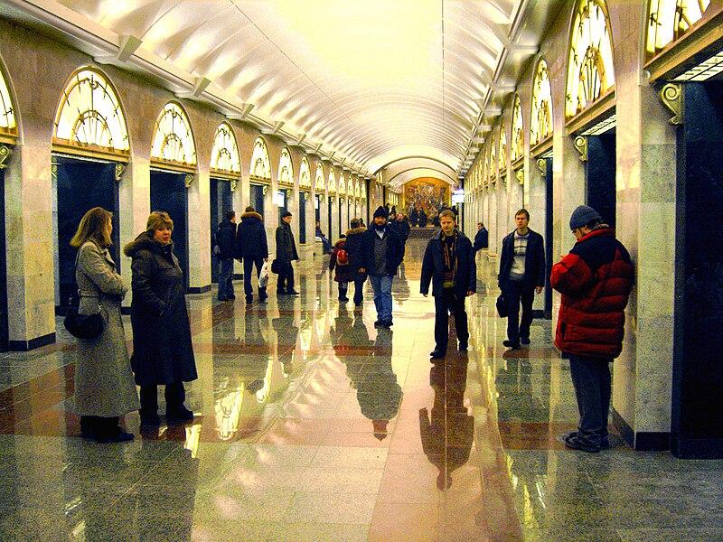 http://upload.wikimedia.org/wikipedia/commons/thumb/6/68/Zvenigorodskaya2008-12-20-22.jpg/800px-Zvenigorodskaya2008-12-20-22.jpg