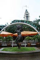 """""""Aloha 'Oe"""" Statue (2853395023).jpg"""