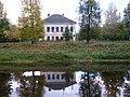 Дом Меньшиковых Старая Русса (вид с противоположного берега реки).JPG