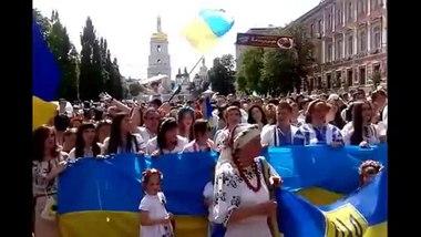 Вишиванкова хода — Вікіпедія 9330ec976751b