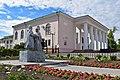 Скопин, памятник Петру и Февронии у Дворца культуры.jpg