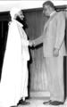 الإمام غالب بن علي مع الرئيس المصري جمال عبدالناصر باﻻسكندرية في 19 أغسطس 1959 2013-10-21 00-58.png