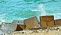 صخور علي شاطء مدينة الأسكندرية.jpg