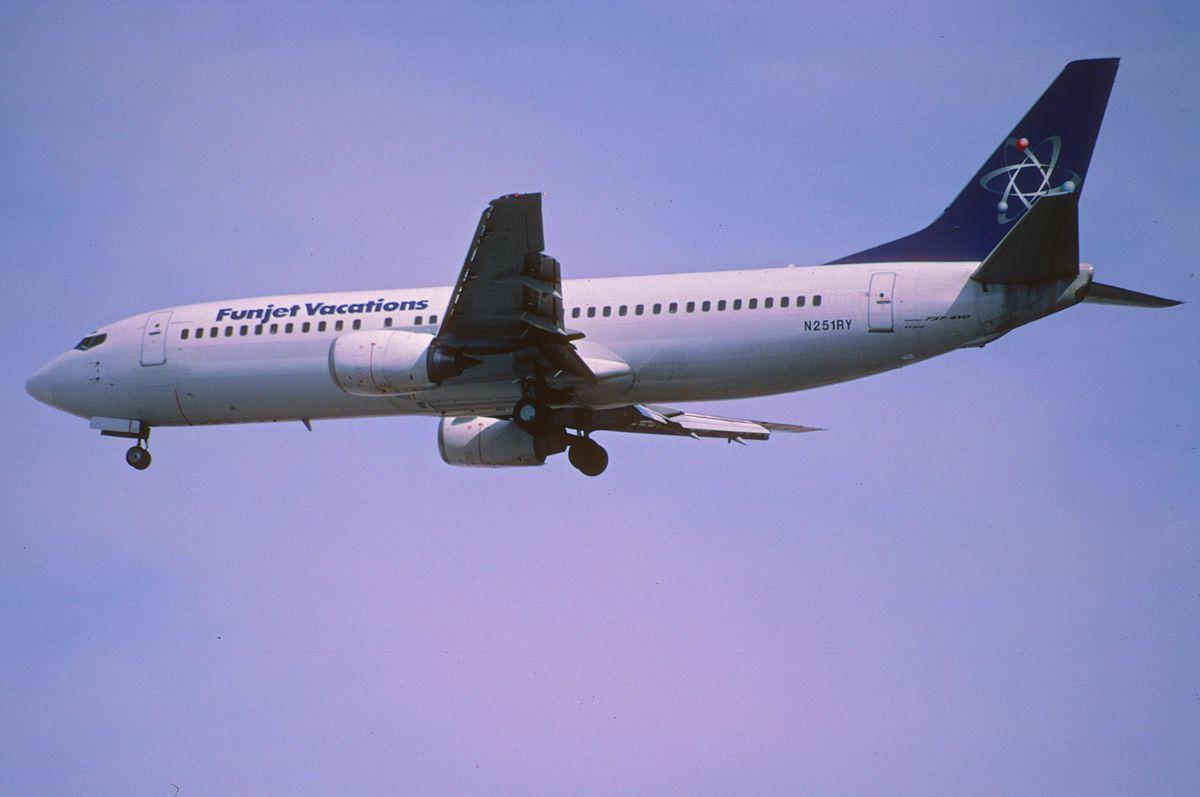 File223bc  Funjet Vacations Boeing 737400 N251RYLAS