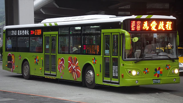 Bus untuk kampanye Safety Driving di Taiwan. image: commons.wikimedia.org/Rico Shen