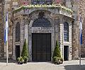 Aachener Dom barockes Eingangsportal 2014.jpg