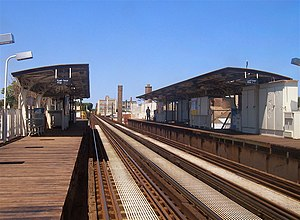 Addison station (CTA Brown Line) - Addison station in 2006 before reconstruction