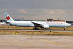 Air Canada, C-FITL, Boeing 777-333 ER (16269358998) (2).jpg