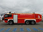 Airport crash tender of Rennes 2017.jpg