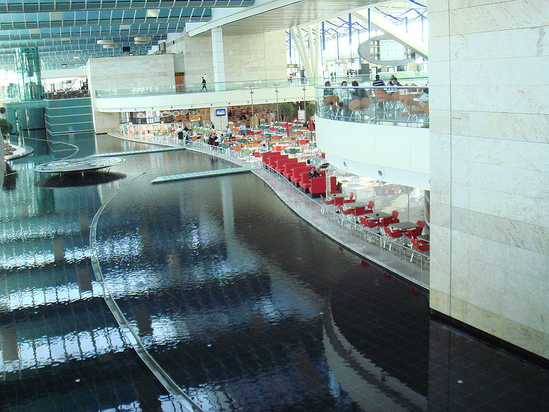 File:Airport lake style.JPG