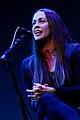 Alanis Morissette durante apresentação em 2013.jpg