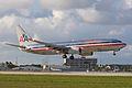 American 737-800 on close final (5720696584) (2).jpg