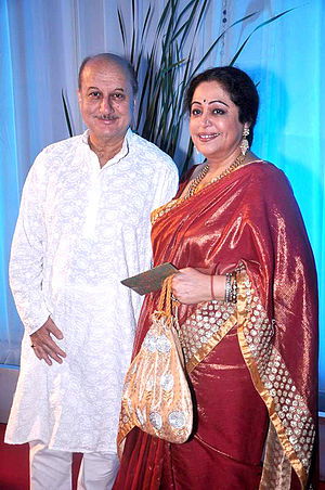 Kirron Kher - Image: Anupam Kher, Kirron Kher at Esha Deol's wedding reception 12