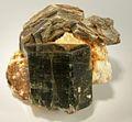 Apatite-(CaF)-Muscovite-Quartz-247647.jpg